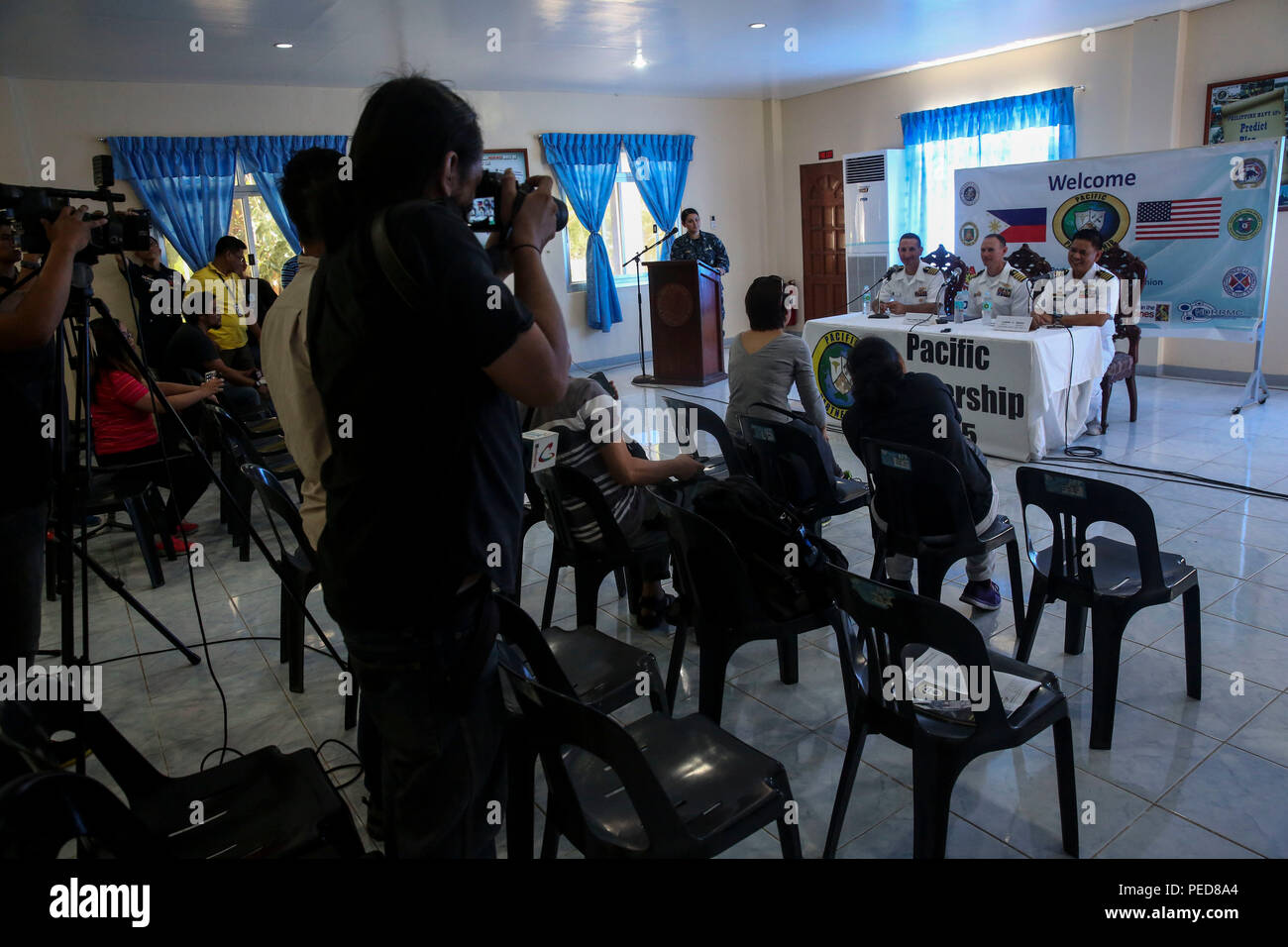 150806-M-GO800-103 SAN FERNANDO CITY, Philippines (August 6, 2015) – Philippine news media asks questions to Pacific Partnership 2015 leadership and Philippine navy leadership, Aug. 6. Task Force Forager will be in the Philippines until August 15 providing medical and engineering assistance. medical and engineering assistance. Task Force Forager, embarked aboard the Military Sealift Command joint high speed vessel USNS Millinocket (JHSV 3) is serving as the secondary platform for Pacific Partnership, led by an expeditionary command element from the Navy's 30th Naval Construction Regiment (30 N - Stock Image