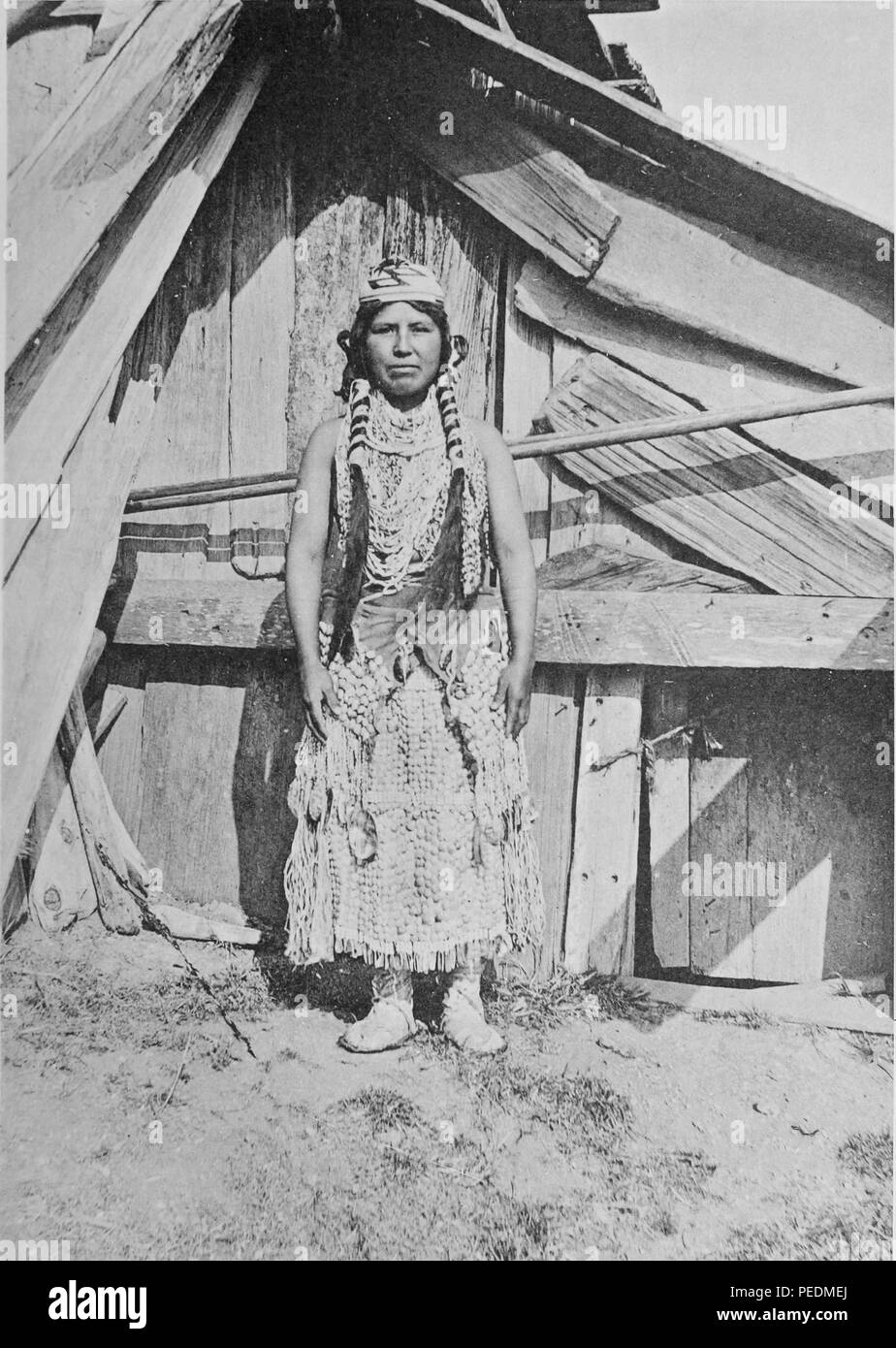 Full-length portrait of an unidentified young Olekwo'l (Yurok) woman in traditional regalia, 1903. Courtesy Internet Archive. () - Stock Image