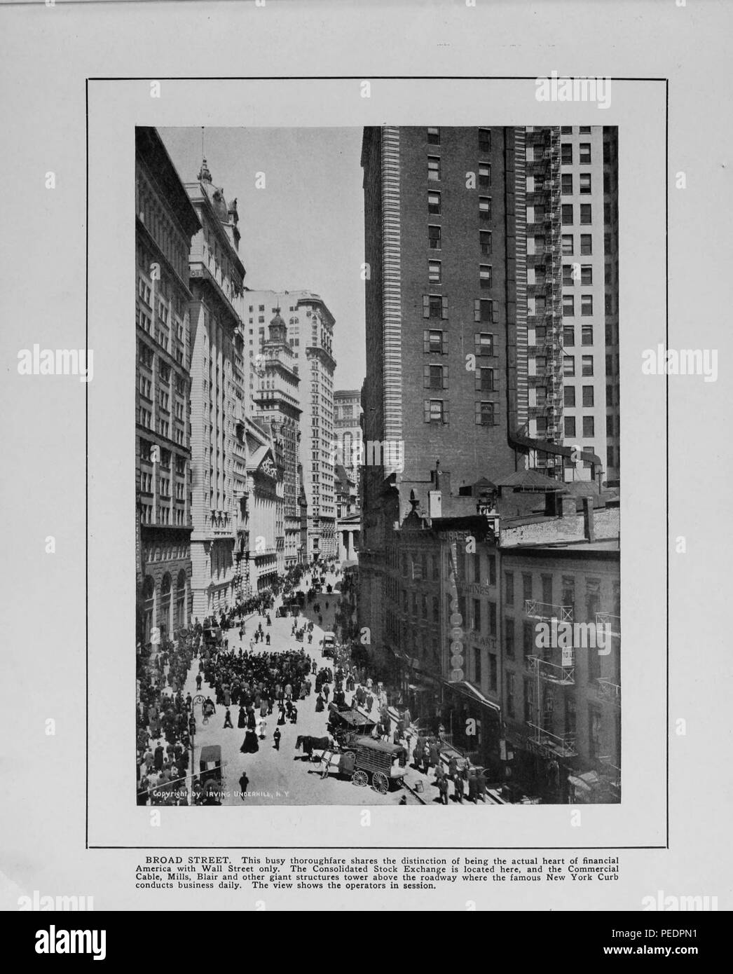 Broad Street near Wall Street, crowded with people and horse wagons, Manhattan, New York, 1912. Courtesy Internet Archive. () - Stock Image