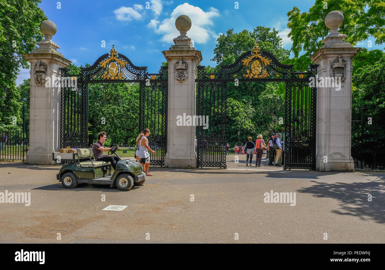 Mall, London, Uk - June 8, 2018:  View of the magnificent Malborough Gates on the Mall in central London, entrance to the park with a man driving a go - Stock Image