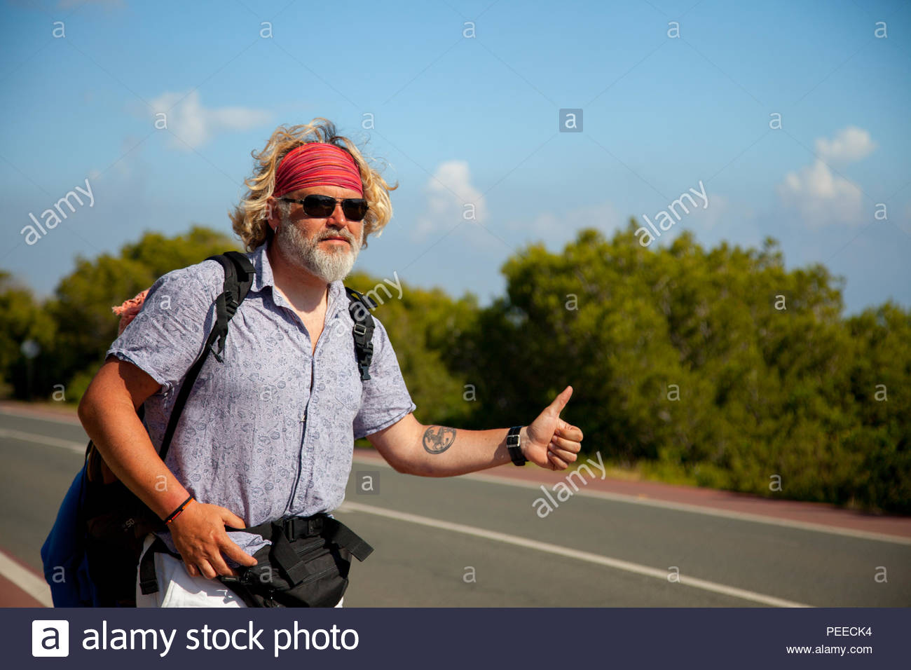 Hitchhiker traveller man - Stock Image