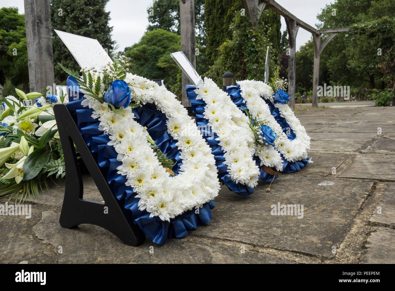 Dad funeral tribute wreath outside a crematoria in london uk stock dad funeral tribute wreath outside a crematoria in london uk izmirmasajfo