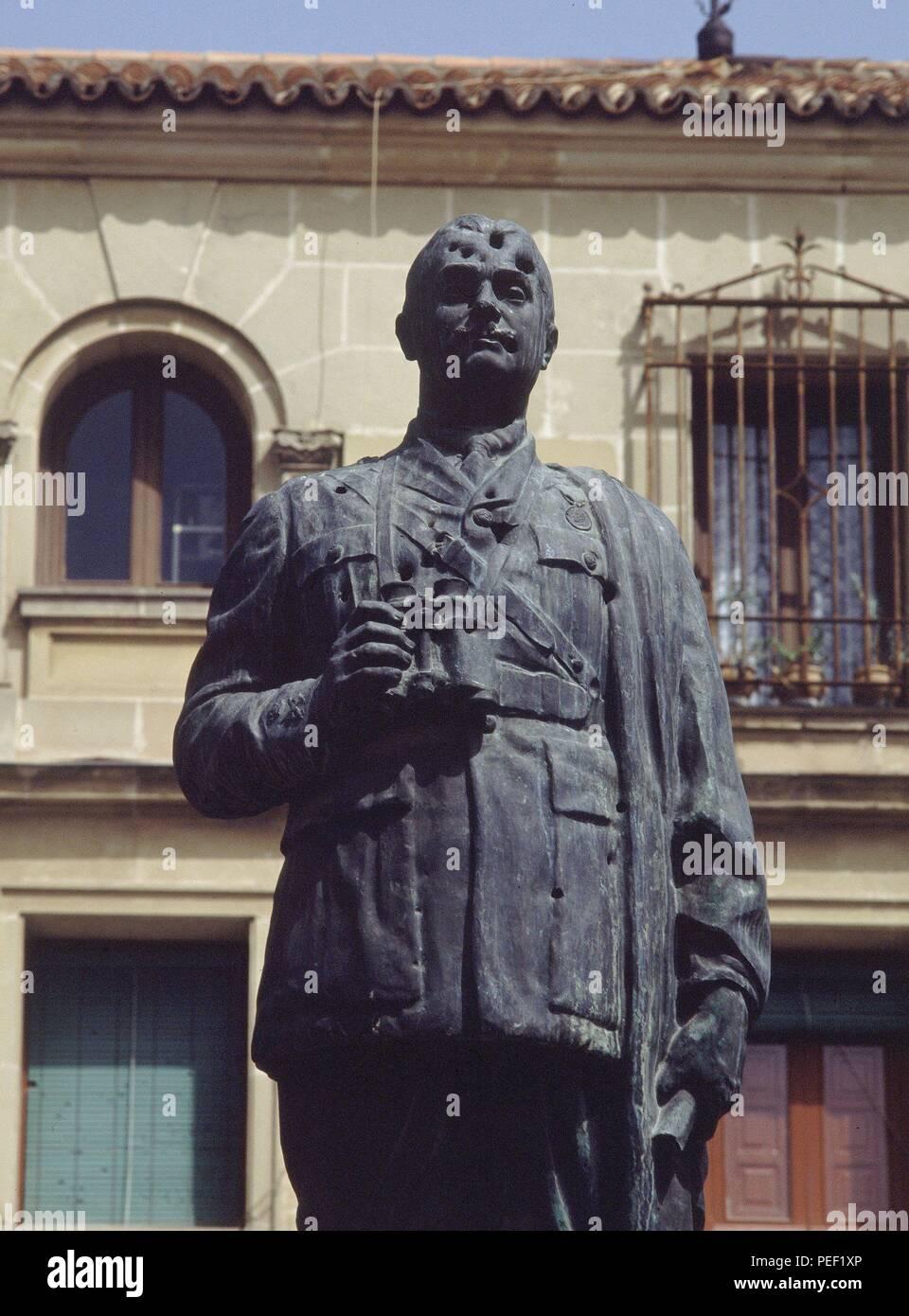 MONUMENTO AL EXCMO GRAL LEOPOLDO SARO MARIN-DET ESCULTURA. Location: EXTERIOR, UBEDA, JAEN, SPAIN. Stock Photo