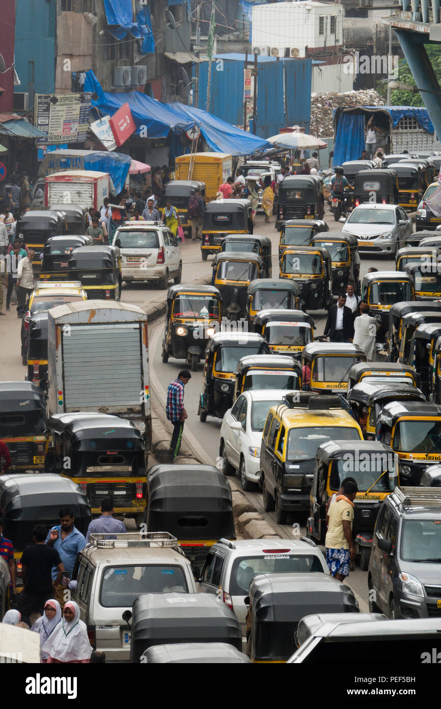 Busy vehicle traffic on Station road, Bandra, Mumbai, India Stock Photo