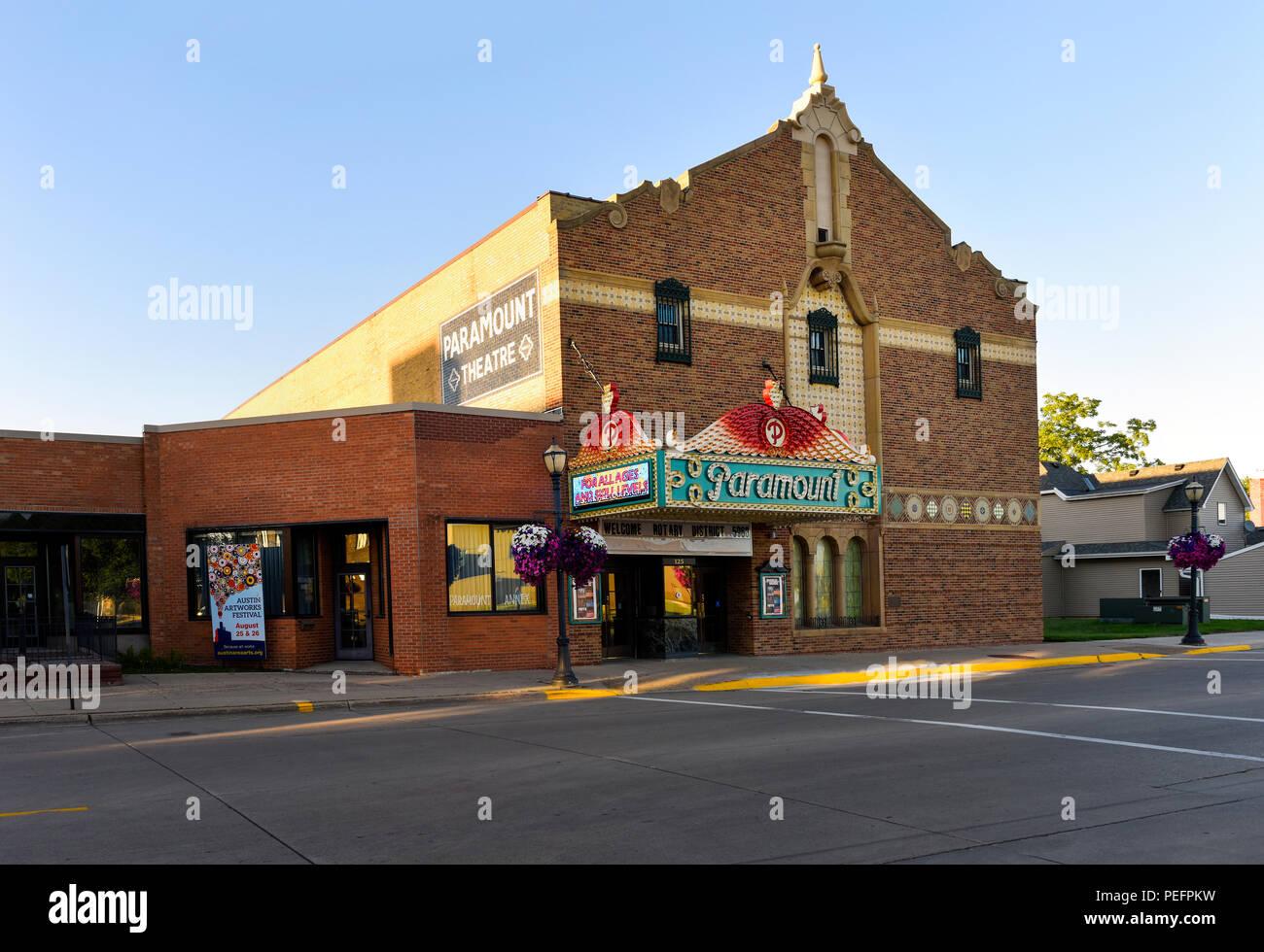 The Paramount Theater on main street in Austin, Minnesota - Stock Image