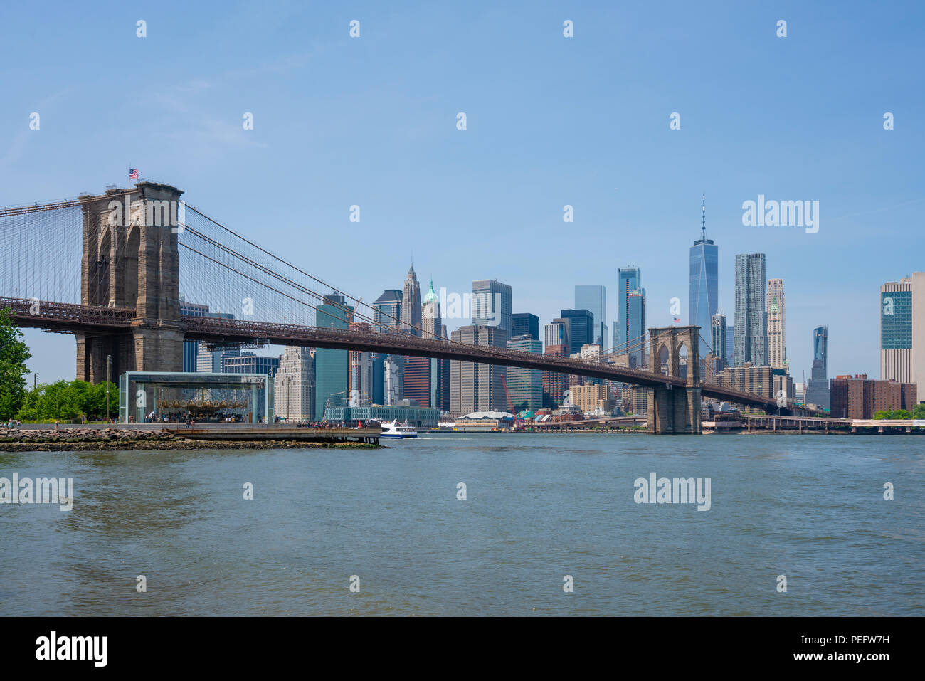 Manhattan skyline and Brooklyn Bridge in daytime - Stock Image