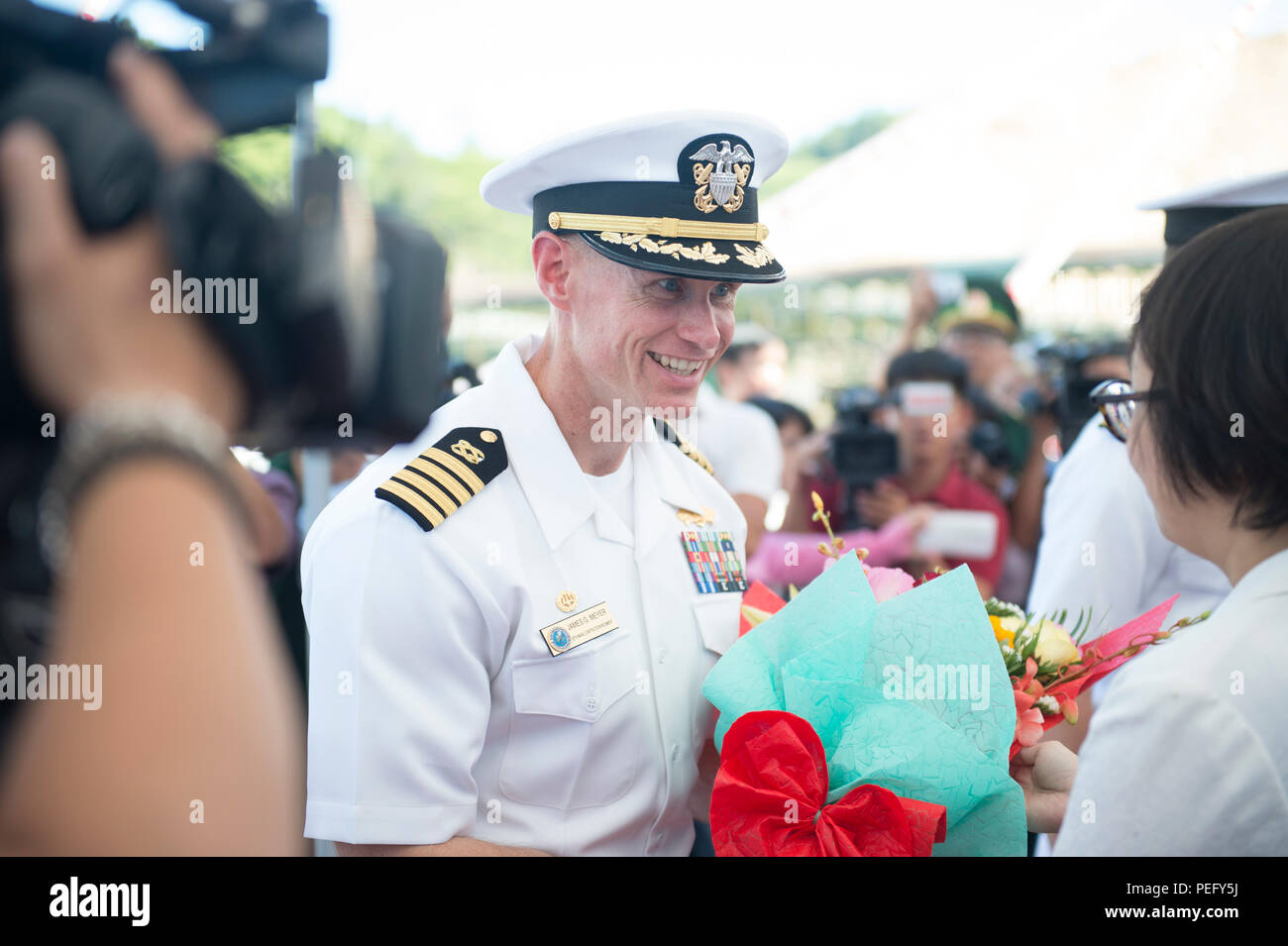 150817-N-MK341-039 DA NANG, Vietnam (Aug. 17, 2015) – Commodore, Task Force Forager Capt. James Meyer greets a representative from the De Nang People's Committee, Aug. 17. Vietnam is the fifth stop for the Military Sealift Command joint high speed vessel USNS Millinocket (JHSV 3) and embarked Task Force Forager. Millinocket and embarked Task Force Forager are serving as the secondary platform for Pacific Partnership, led by an expeditionary command element from the Navy's 30th Naval Construction Regiment (30 NCR) from Port Hueneme, Calif. Now in its 10th iteration, Pacific Partnership is the l - Stock Image