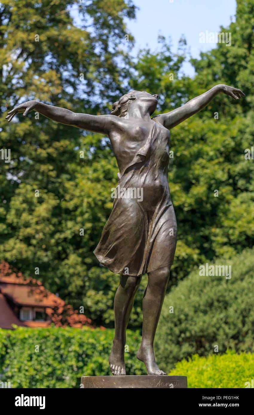 'Dancer' - statue of dancing woman from 1927 by Stanislaw Jackowski (1887-1951) in Skaryszewski Park in Praga district in Warsaw, Poland - Stock Image