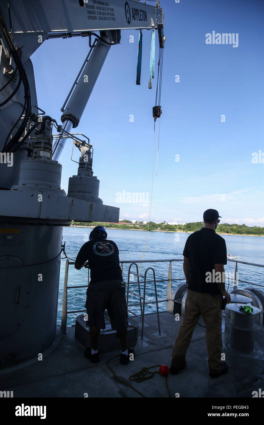 150815-M-GO800-055 SAN FERNANDO CITY, Philippines (August 15, 2015) – Civilian Mariners secure the crane aboard the Military Sealift Command joint high speed vessel USNS Millinocket (JHSV 3)  before getting underway Aug. 15. The Millinocket is currently underway en route to Vietnam, the final stop in Pacific Partnership 2015. Task Force Forager, embarked aboard Millinocket is serving as the secondary platform for Pacific Partnership, led by an expeditionary command element from the Navy's 30th Naval Construction Regiment (30 NCR) from Port Hueneme, California. Now in its 10th iteration, Pacifi - Stock Image