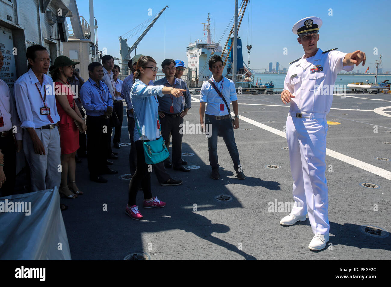 150818-M-GO800-062 DA NANG, Vietnam (Aug. 18, 2015) – Lt. j.g. Mark Roach explains to local Vietnamese officials the function of the flight deck aboard the Military Sealift Command joint high speed vessel USNS Millinocket (JHSV 3) during a ship tour Aug. 18. Task Force Forager, embarked aboard the Millinocket  is serving as the secondary platform for Pacific Partnership, led by an expeditionary command element from the Navy's 30th Naval Construction Regiment (30 NCR) from Port Hueneme, Calif. Now in its 10th iteration, Pacific Partnership is the largest annual multilateral humanitarian assista - Stock Image