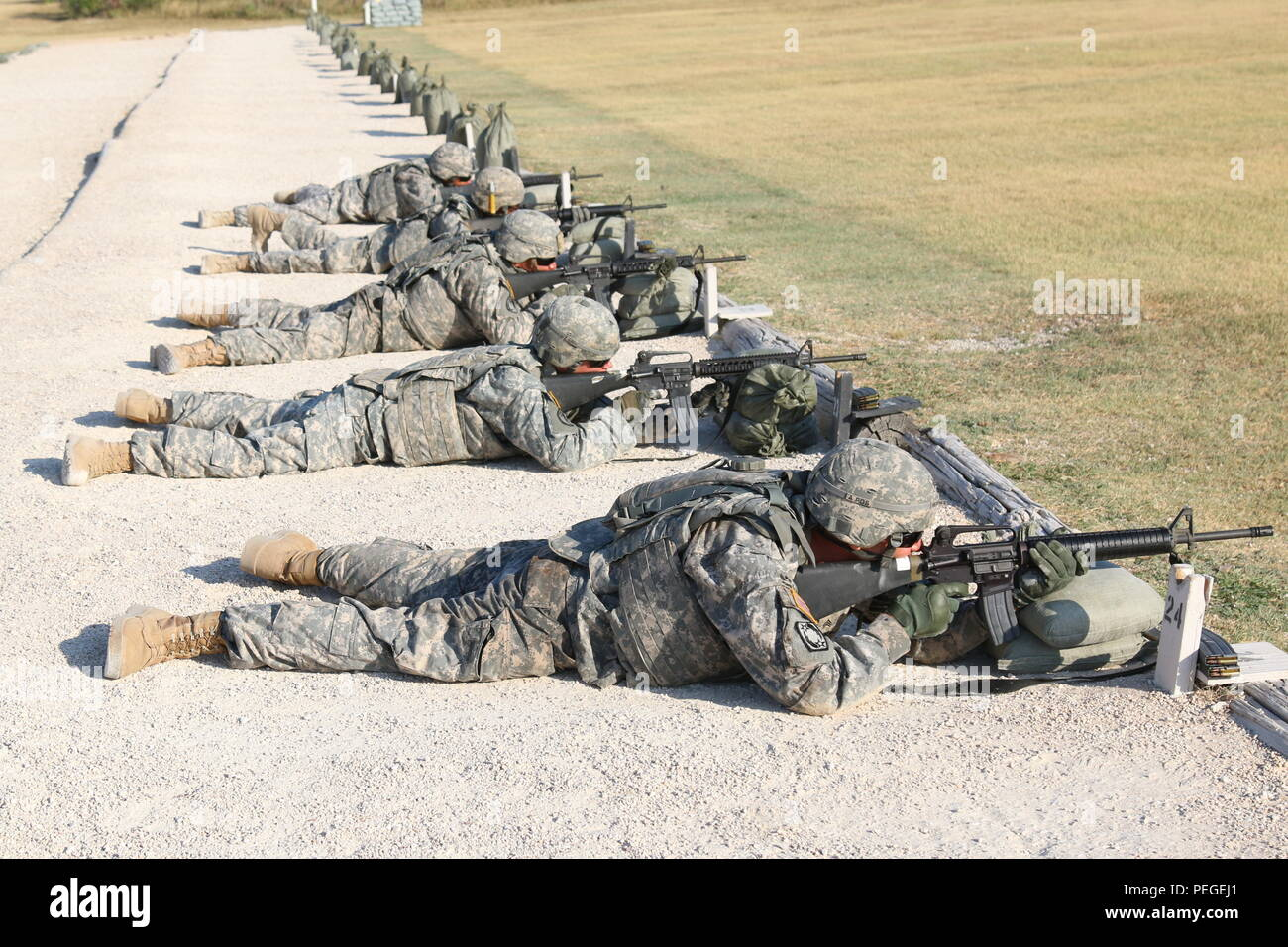 226719e3451ee0 Soldiers with 69th Air Defense Artillery Brigade qualify on their assigned  weapons Aug. 11