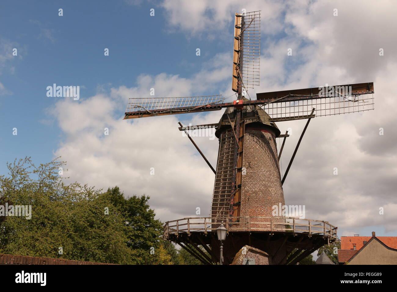 Alte Windmühle im Zentrum von Xanten am Niederrhein - Stock Image