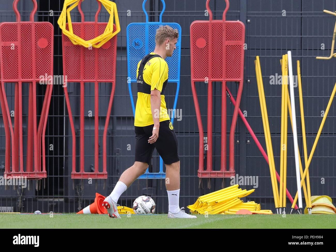 firo: 15.08.2018, football, 1.Bundesliga, season 2018/2019, BVB, Borussia Dortmund, training, Bruun LARSEN gives sprintubung   usage worldwide - Stock Image