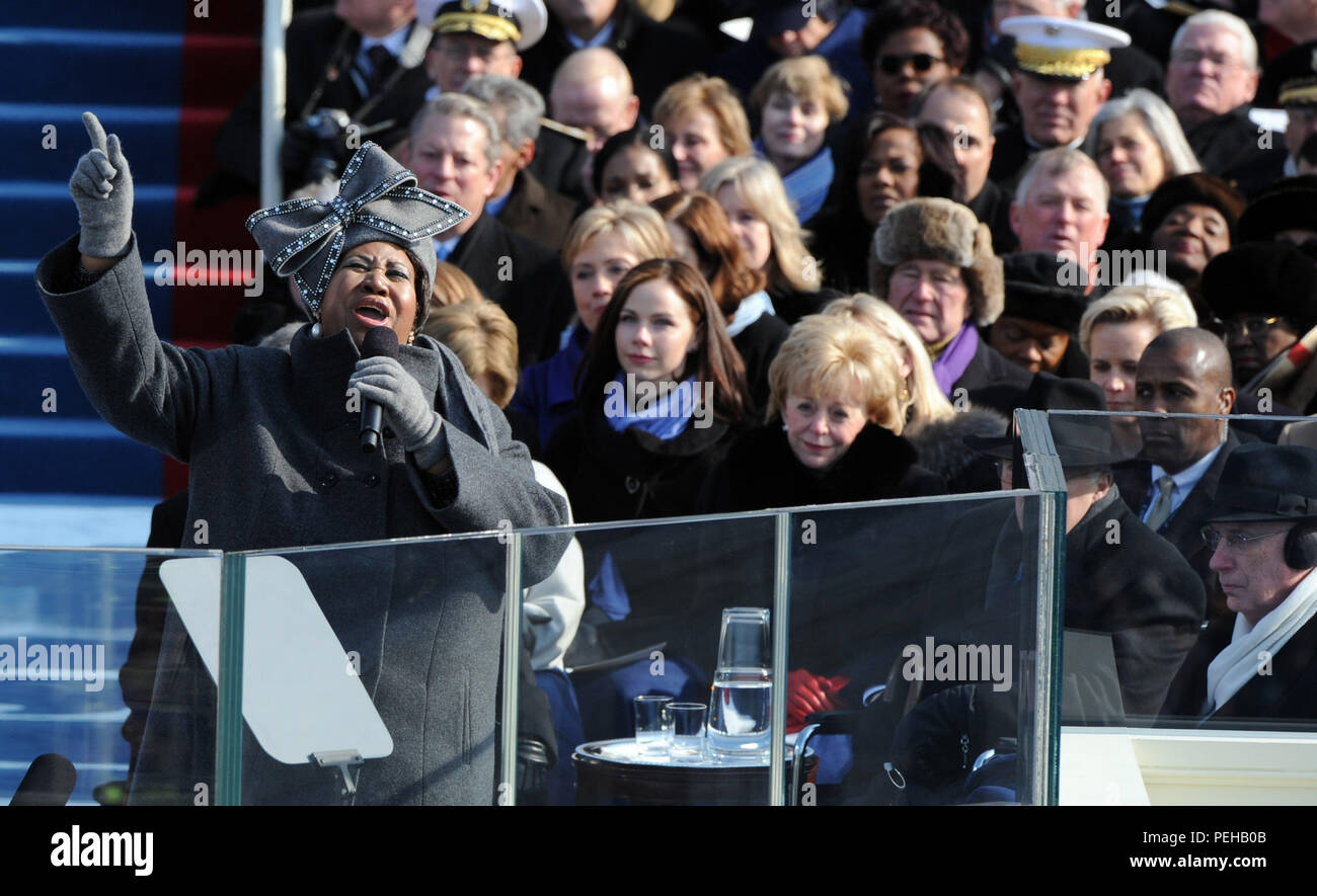 Washington, DC - January 20, 2009 -- United States SInger Aretha Franklin performs at the the 56th Presidential Inauguration ceremony for Barack Obama as the 44th President of the United States in Washington, DC, USA 20 January 2009. Obama defeated Republican candidate John McCain on Election Day 04 November 2008 to become the next U.S. President.Credit: Pat Benic - Pool via CNP | usage worldwide - Stock Image
