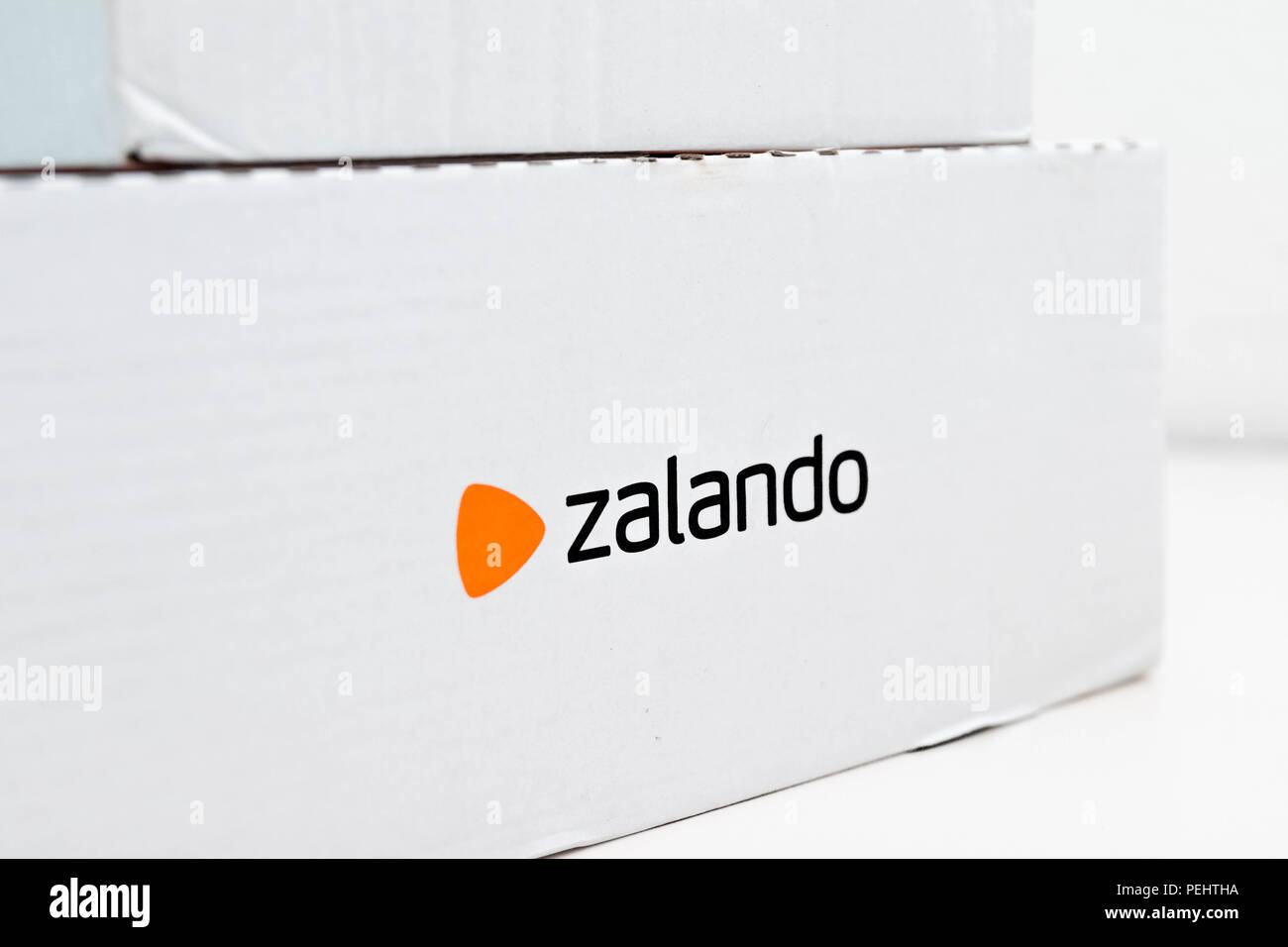 sports shoes 15ab5 63557 Zalando online shopping clothes box cardboard Stock Photo ...