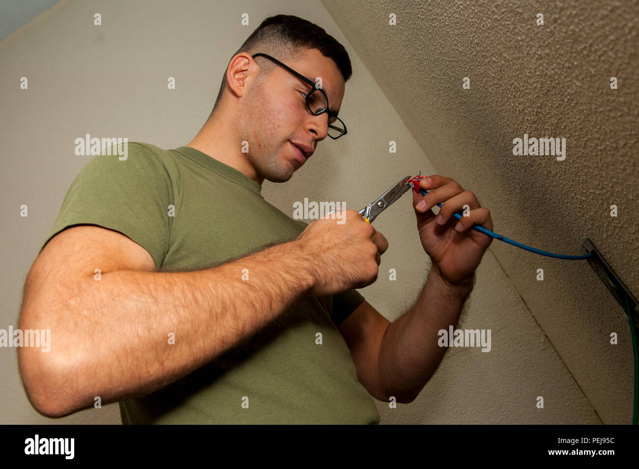 Telephone Exchange Cable Stock Photos Repair For Joints On Extension Wiring Us Marine Corps Cpl Benjamin Trujillo A Construction Wireman With Headquarters And Service Battalion