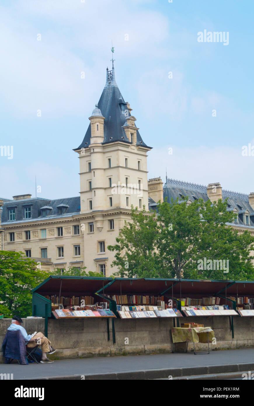 Outdoor second hand bookseller, Quai des Grands Augustins, Paris, France - Stock Image