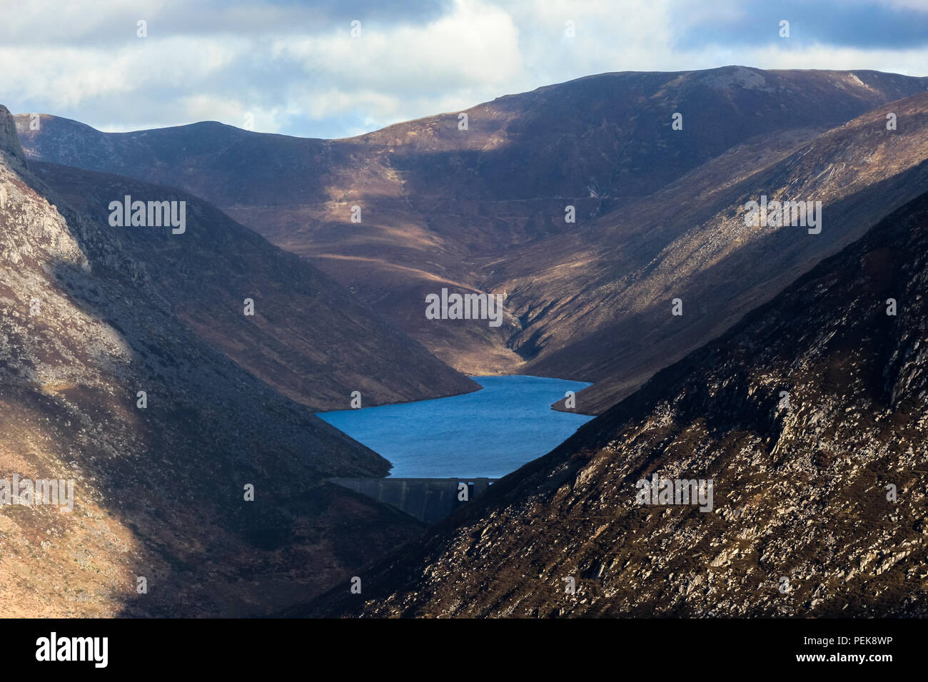 Ben Crom reservoir and Dam in the Mourne Mountains - Stock Image