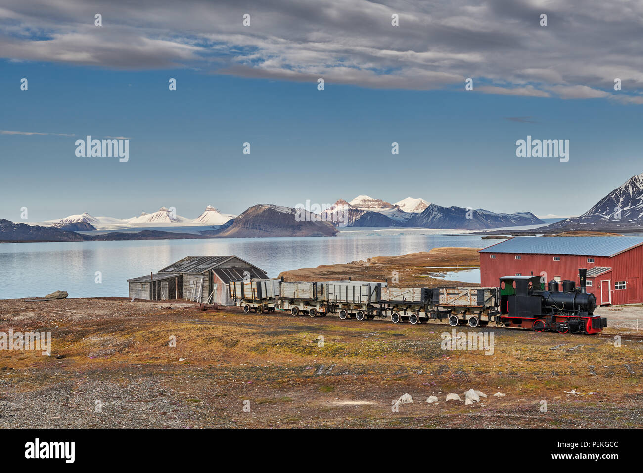 old coal train and view from the Northernmost civilian and functional settlement Ny-Ålesund on the landscape with the three crones, Svalbard or Spitsb - Stock Image