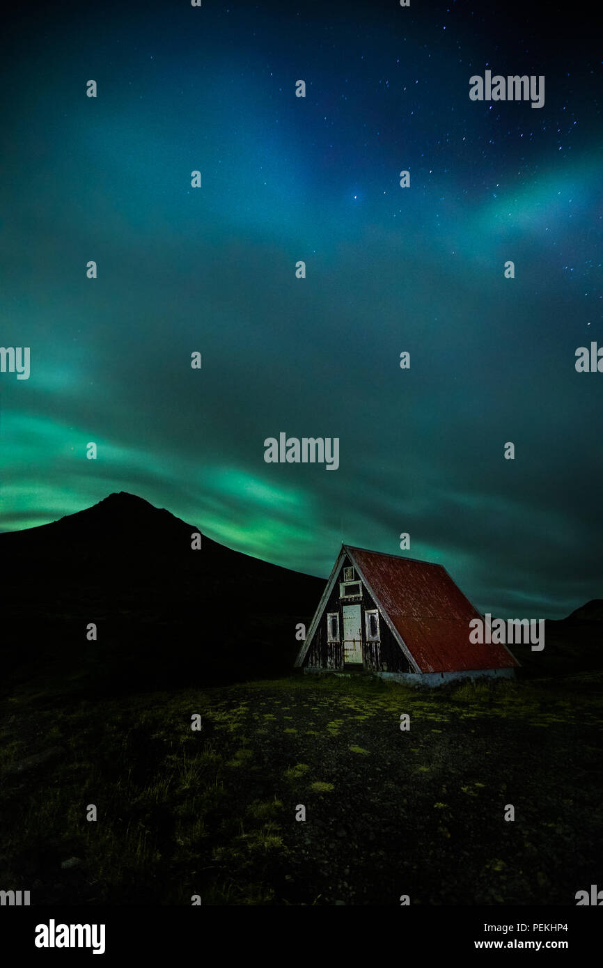 Emergency Mountain Hut / Shelter with the Northern Lights & Aurora Borealis, Snaefellsnes Peninsula, Iceland - Stock Image