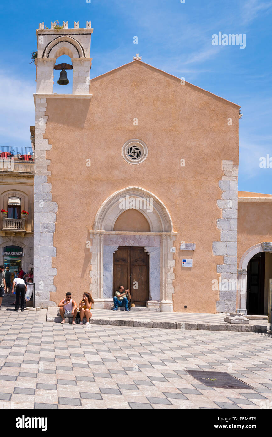 Italy Sicily Monte Tauro most famous luxury tourist resort Taormina Piazza 9 Aprile Church Chiesa San Agostino bell tower Bibliotheque Library - Stock Image