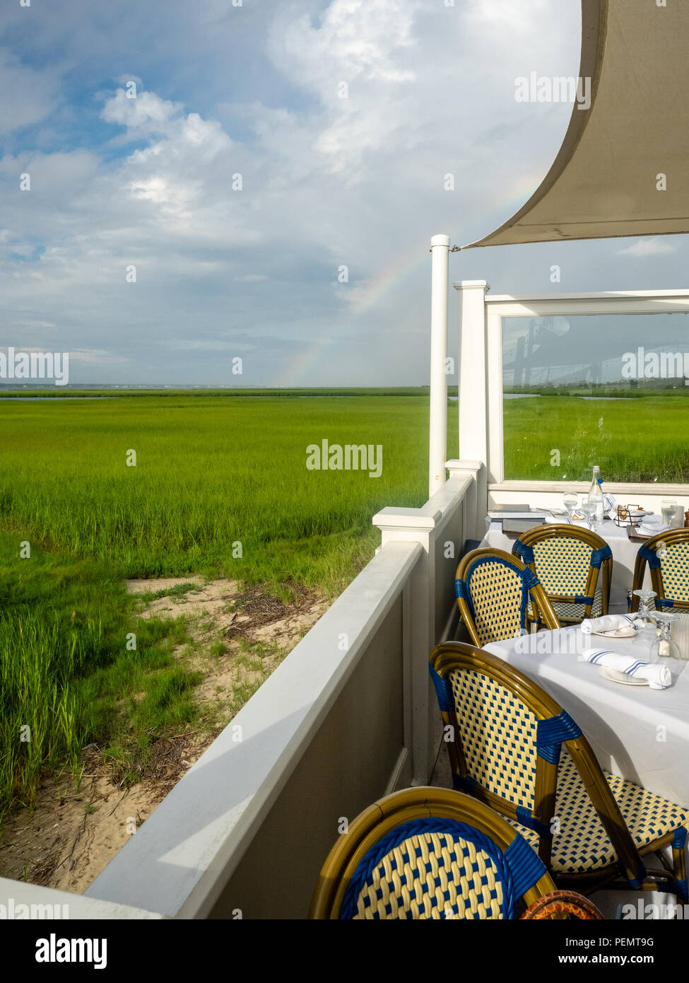 Outdoor dining on Dune Road, the Hamptons, New York, USA. - Stock Image