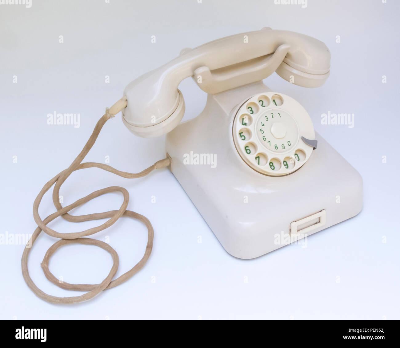 Antikes elfenbeinfarbiges Telefon W48 aus Backelit 50er Jahre Stock Photo