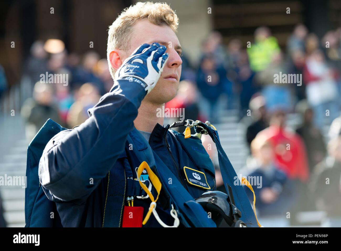 Salutes The National Anthem Stock Photos & Salutes The