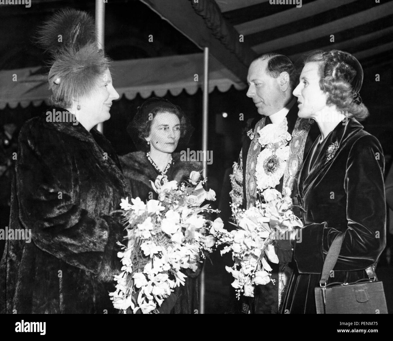 Queen Juliana of the Netherlands, wearing plumed grey hat, talks with the Duchess of Gloucester and the Lord Mayor and Lady Mayoress of London, Alderman and Mrs Denys Lowson, when she attended a banquet at the Guildhall. - Stock Image