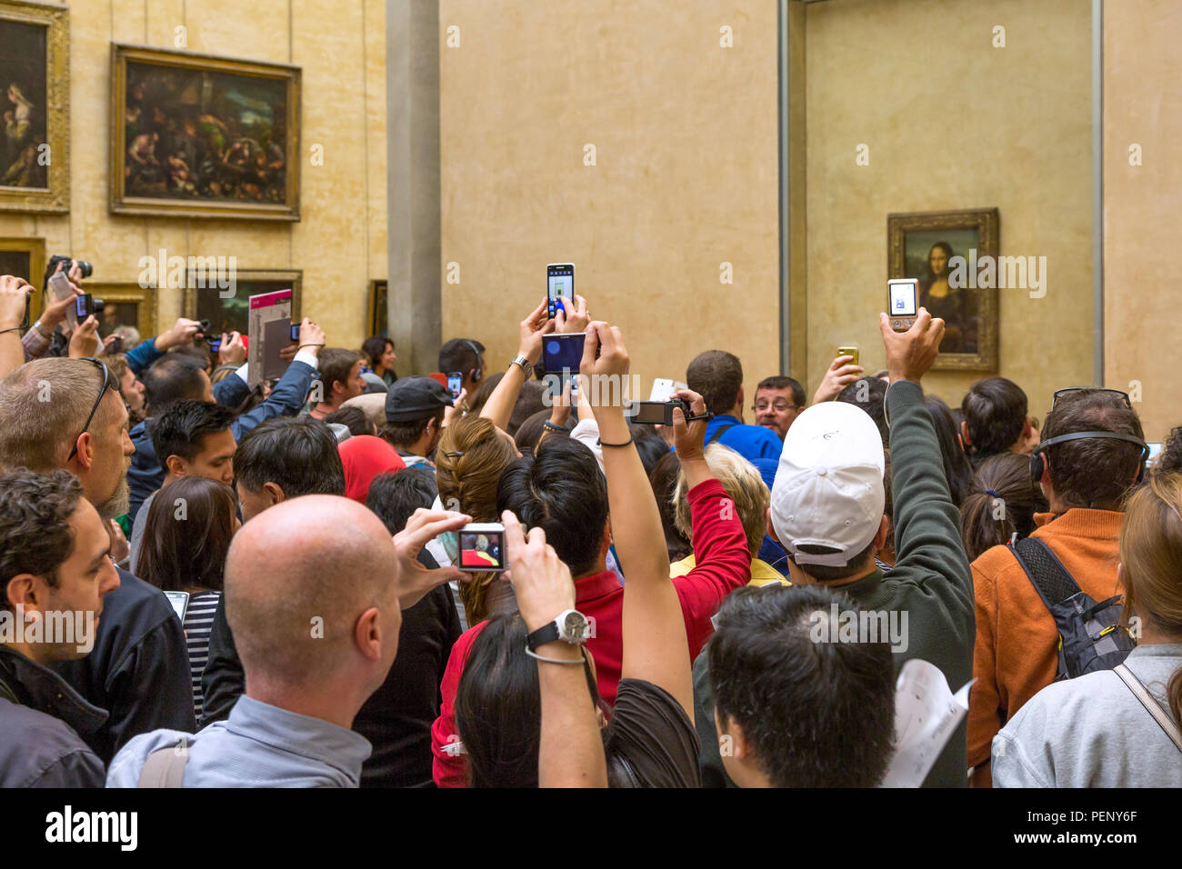 Crowd surrounding the Mona Lisa painting, Musee du Louvre, Paris, France - Stock Image