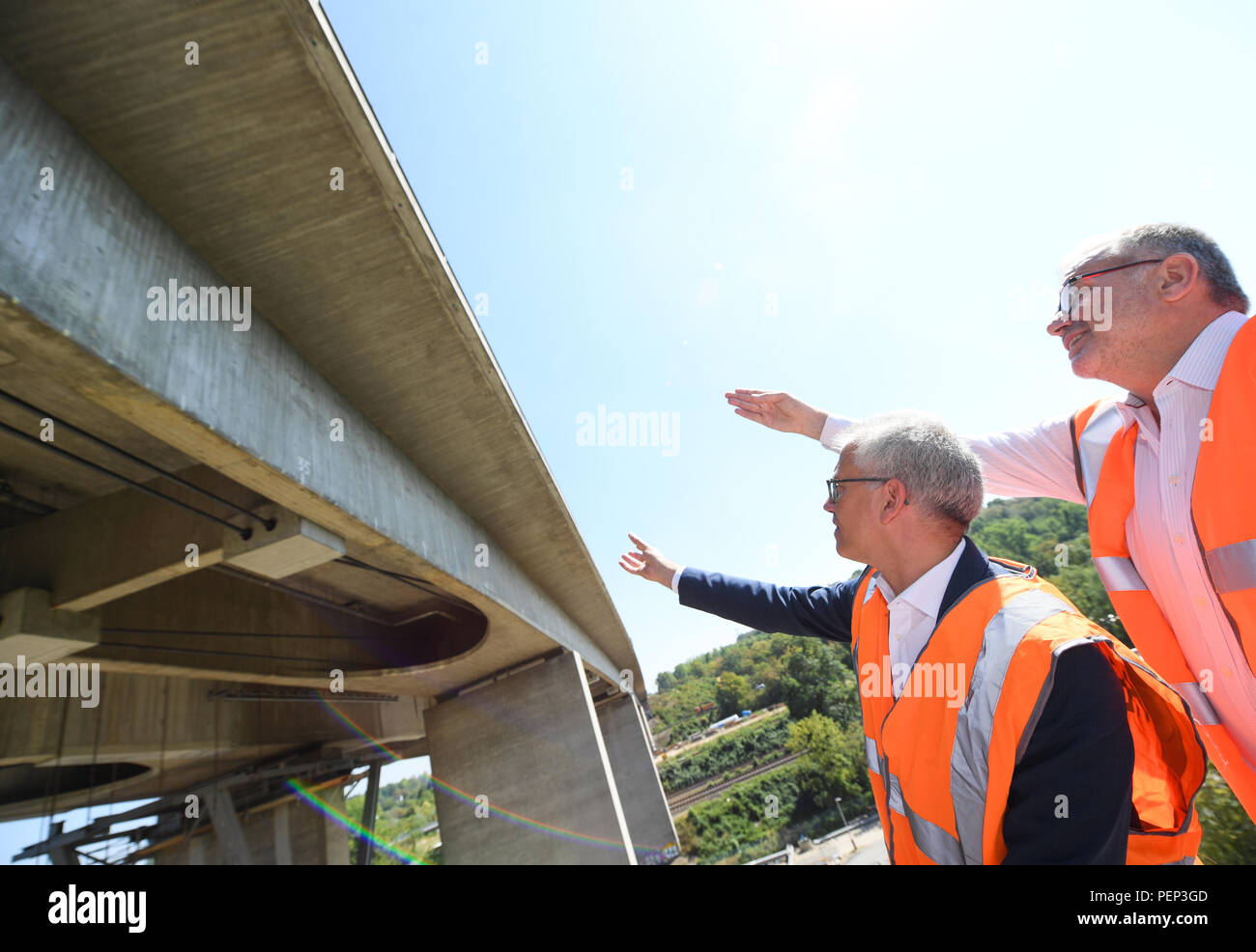 Wiesbaden, Germany. 16th Aug, 2018. Burkhard Vieth (r), President of the Hessen Mobil Road Transport Authority, and Tarek Al-Wazir (Alliance 90/The Greens), Transport Minister of the State of Hesse, visit the Wiesbaden Salzbach Valley Bridge (A66 motorway) during a press event. Hessen Mobil uses the bridge as an example to show how the condition of a bridge is checked. Credit: Arne Dedert/dpa/Alamy Live News - Stock Image