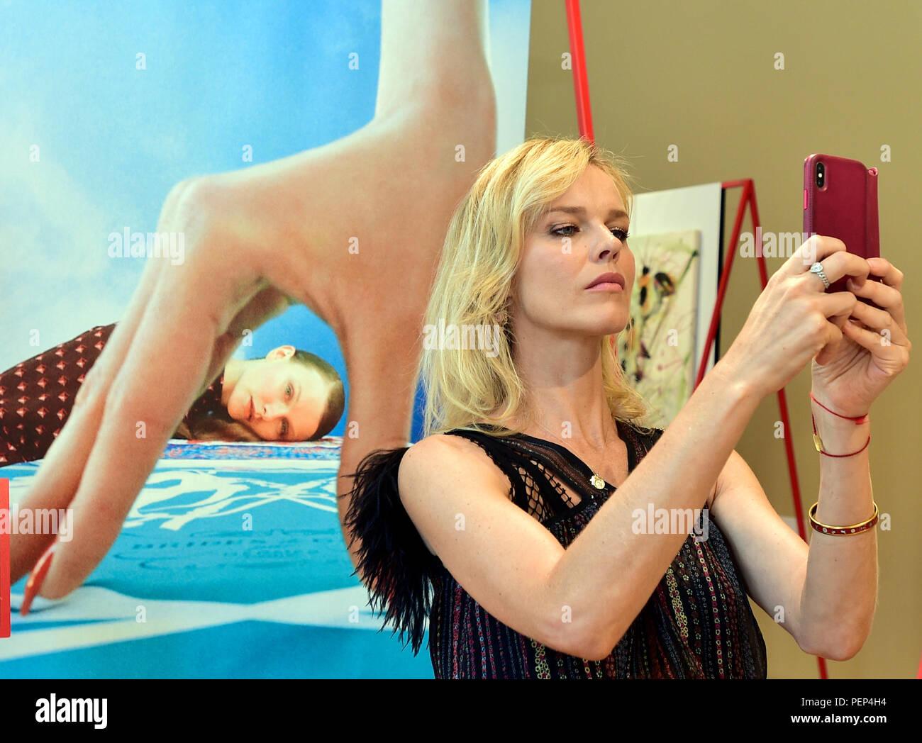 Swimsuit Anna Linhartova nudes (25 fotos) Topless, iCloud, butt