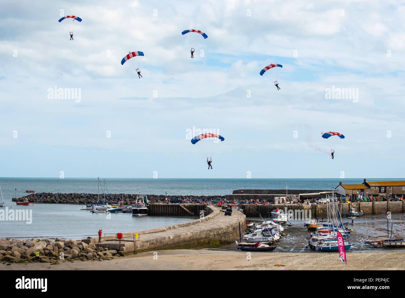 Lyme Regis, Dorset, UK  16th August 2018  UK Weather: Warm sunny