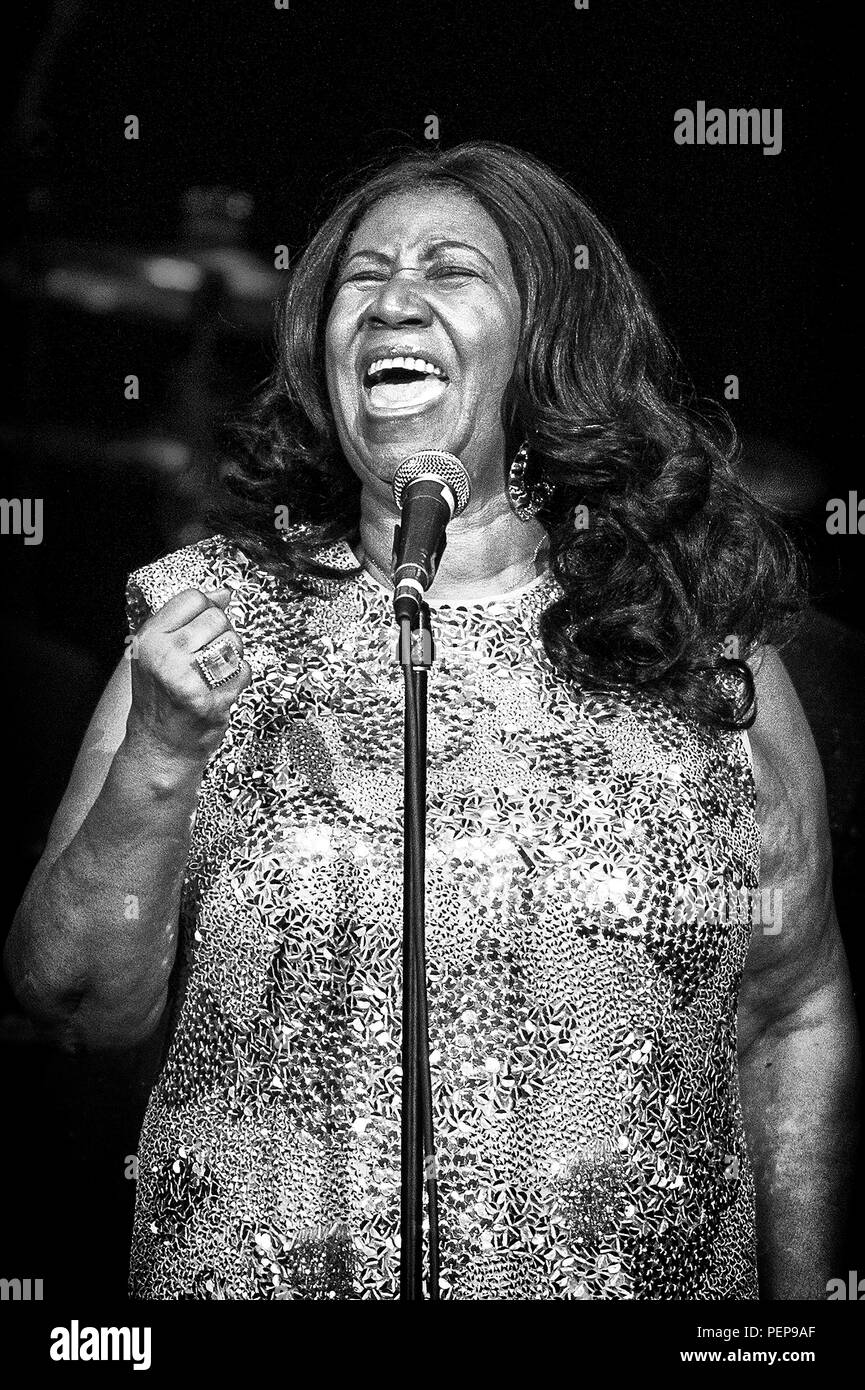 Aug 11, 2015: American soul, R&B, pop and gospel singer, songwriter ARETHA FRANKLIN, 22 (Aretha Louise Franklin, born Memphis, Tennessee, March 25, 1942). One of the best-selling musical artists of all time. At 14, 1956, recorded singing gospel at Detroit's New Bethel Baptist Church, where her father, was minister. At 18 In 1960, embarked on a secular career, for Columbia Records. 1967 joined Atlantic, and became a huge commercial success with songs ''Respect'' and acclaimed albums: I Never Loved a Man the Way I Love You (1967), Lady Soul (1968), Young, Gifted and Black (1972). By the end of t - Stock Image