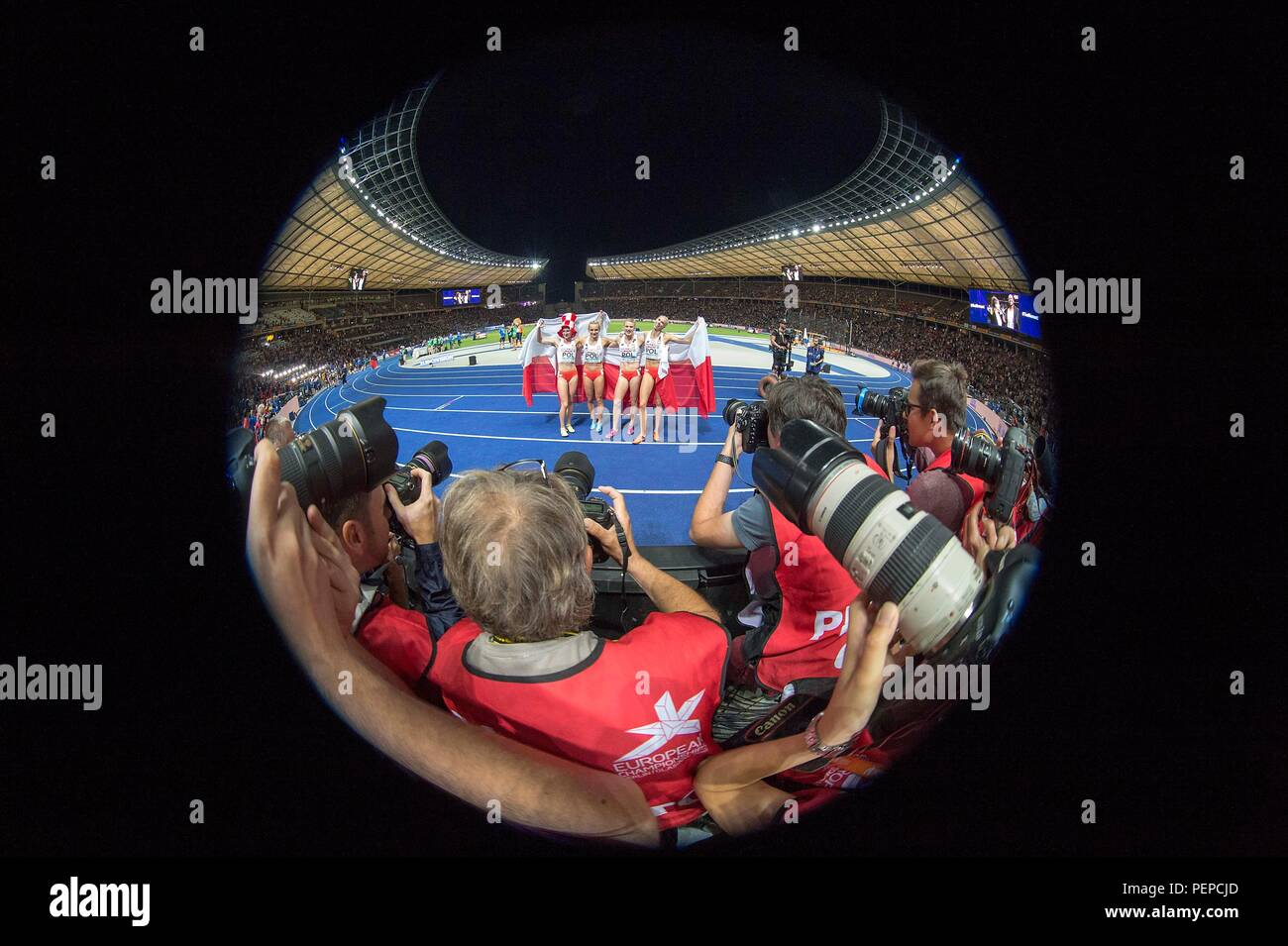 Berlin, Deutschland. 11th Aug, 2018. Feature, jubilation Team POL, 1st place, winner, in the focus of the photographers, with Malgorzata HOLUB-KOWALIK, Iga BAUMGART-WITAN, Patrycja WYCISZKIEWICZ, Justyna SWIETY-ERSETIC, Poland, final 4x400m women's relay, on 11.08.2018 European Athletics Championships 2018 in Berlin/Germany from 06.08. - 12.08.2018. | usage worldwide Credit: dpa/Alamy Live News - Stock Image