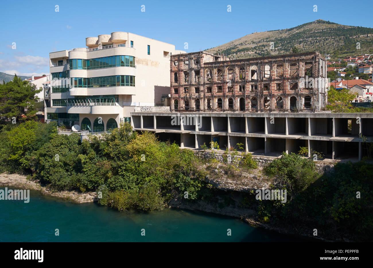 """The ruins of the Hotel Neretva, nicknamed """"Tito's palace"""", at Mostar, Bosnia and Herzegovina. Stock Photo"""