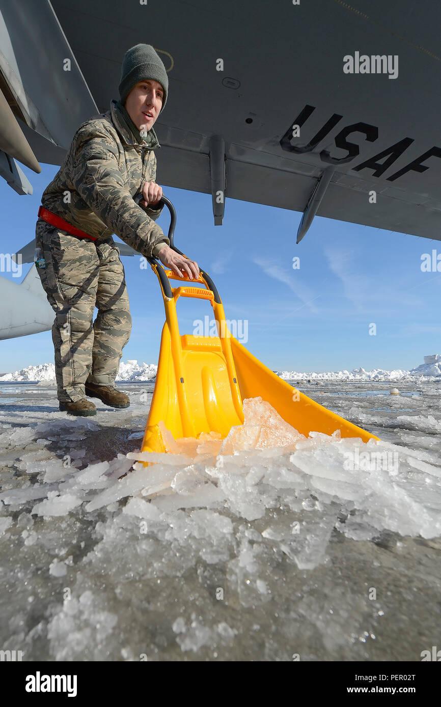 Senior Airman Joshua Forren, 436th Aircraft Maintenance Squadron, C ...