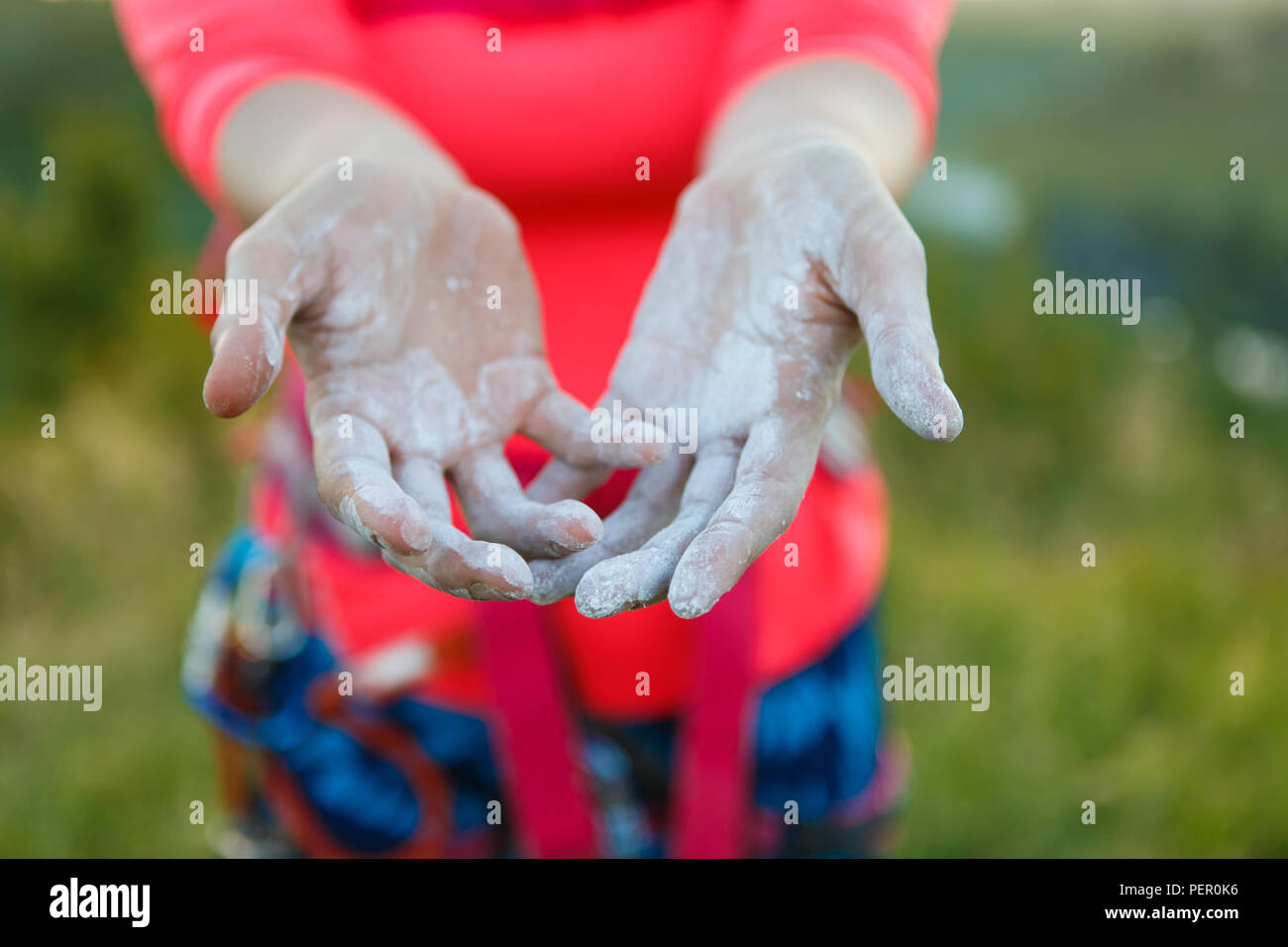 Picture of woman climber with talc on hands - Stock Image