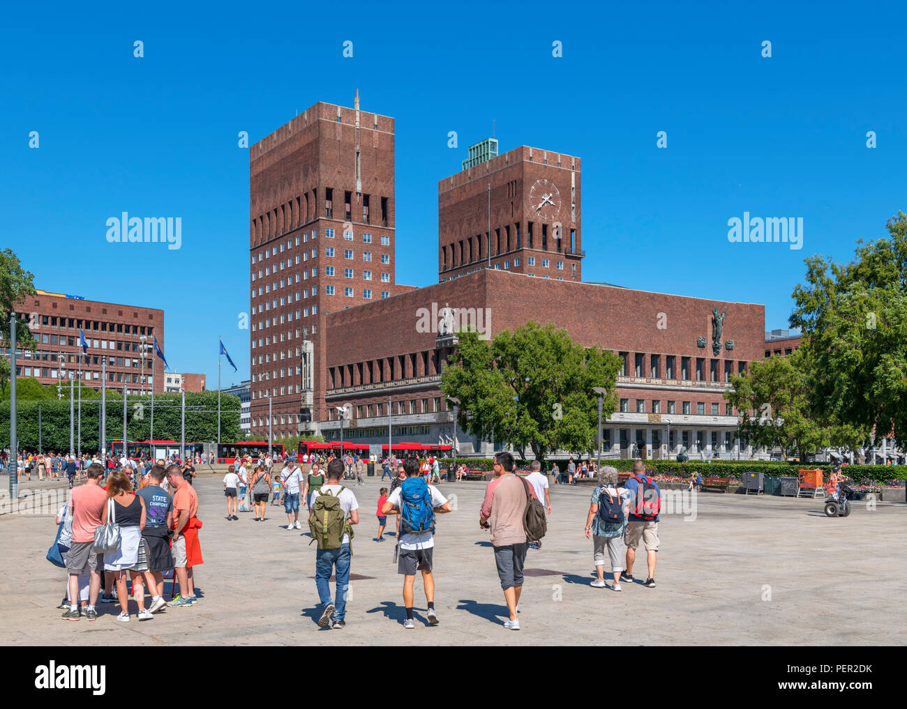 Rådhusplassen and City Hall (Rådhus), Aker Brygge, Oslo, Norway - Stock Image