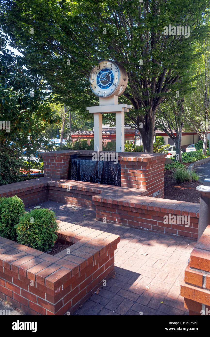36/5000    A place to relax with a clock on the street, Mercer Island , city , Washington, United States - Stock Image