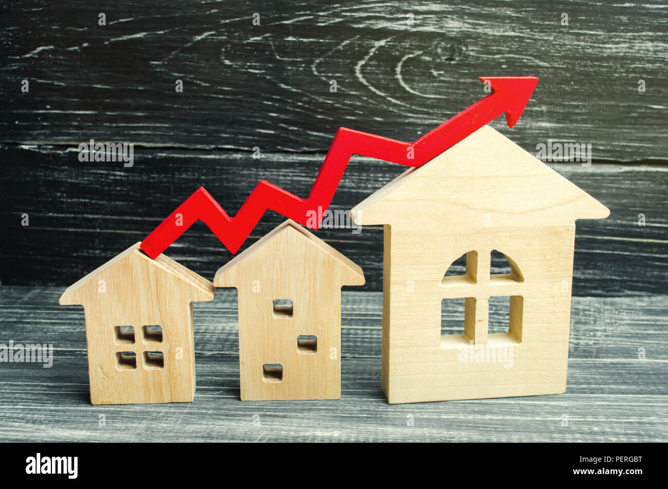 Wooden Houses Stand In A Row From Small To Large With A Red Arrow Up Concept Of High Demand For Real Estate Increase Energy Efficiency Of Housing R Stock Photo Alamy Do not give to italian mobster nor immortal vampires.1/2 dowel not included. alamy