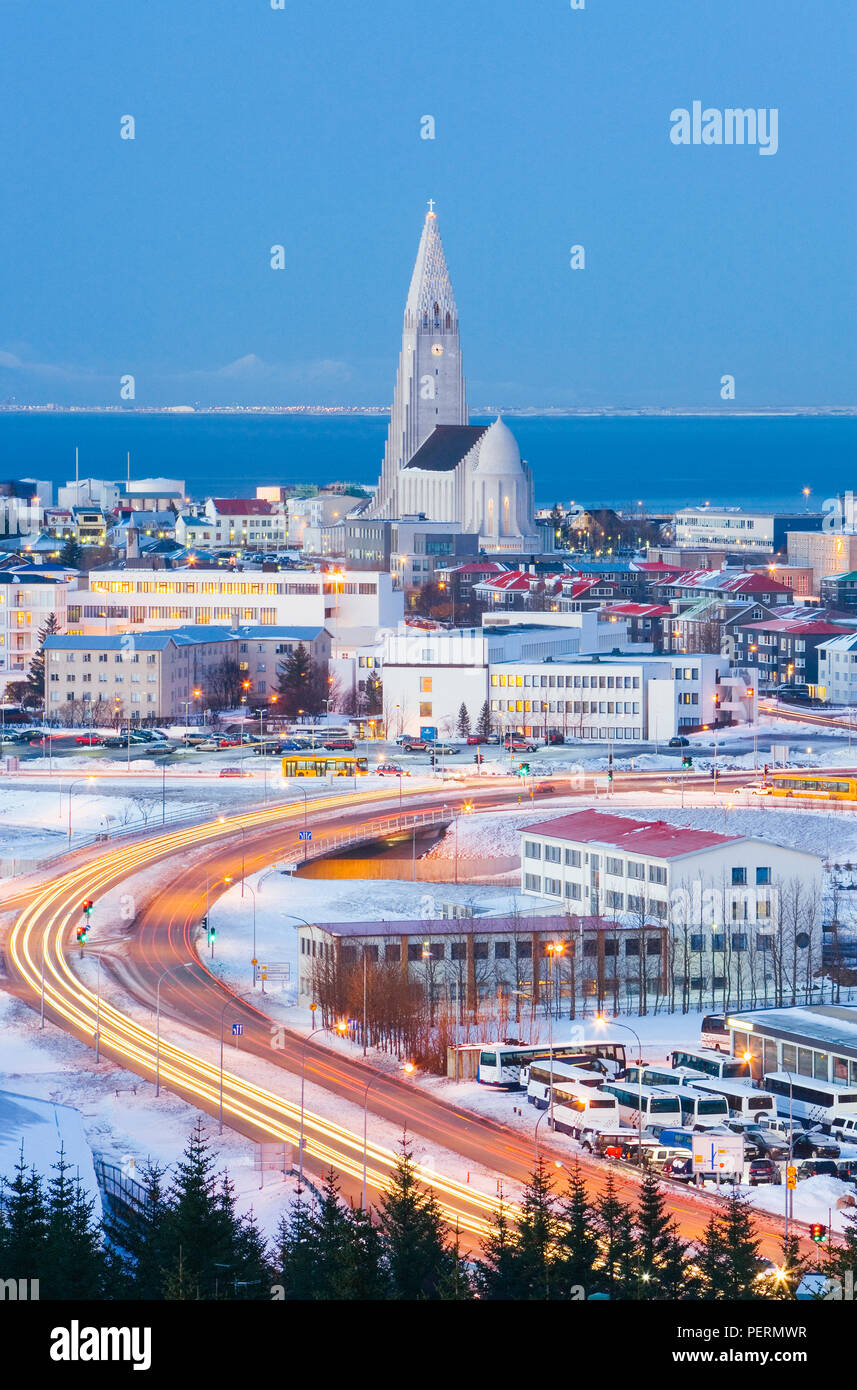 Iceland, Reykjavik, elevated view from the Perlan Building towards the centre of Reykjavik and the 32m tall Hallgrimskirkja at dusk - Stock Image