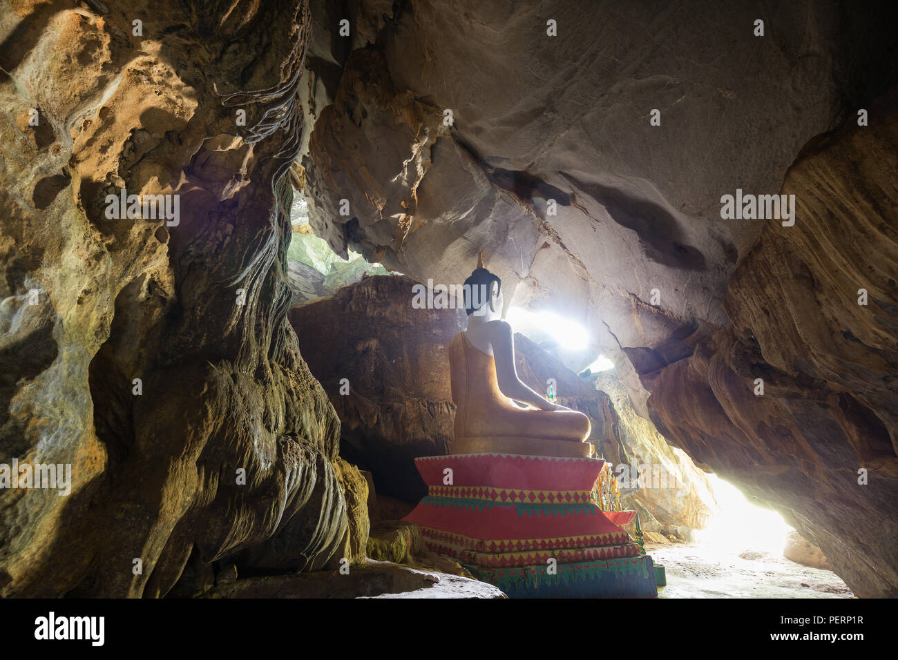 Statue of a sitting Buddha inside the Tham Hoi Cave near Vang Vieng, Vientiane Province, Laos. - Stock Image