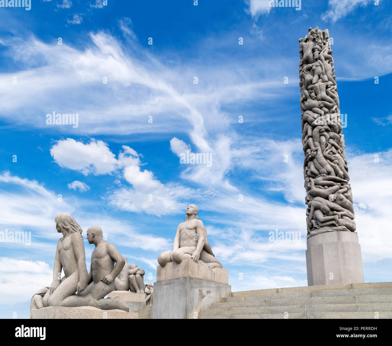 Vigeland Sculpture Park, Oslo. The Monolith and other sculptures by Norwegian sculptor, Gustav Vigeland, Vigelandsparken, Frognerpark, Oslo, Norway - Stock Image