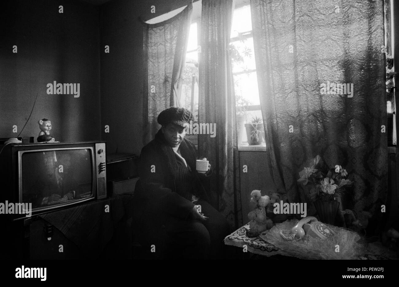 1970s poverty UK. Elderly oap black woman in her council estate flat. London. England HOMER SYKES - Stock Image