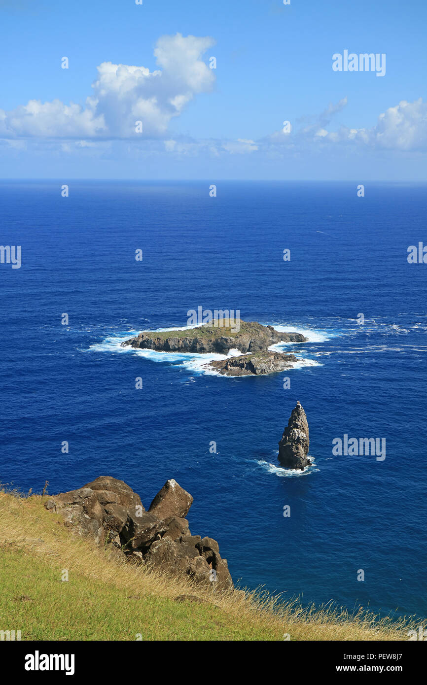 Vertical Photo of Motu Nui Island, with the smaller Motu Iti Island and the Motu Kao Kao Sea Stack as seen from Orongo Village on Easter Island, Chile - Stock Image