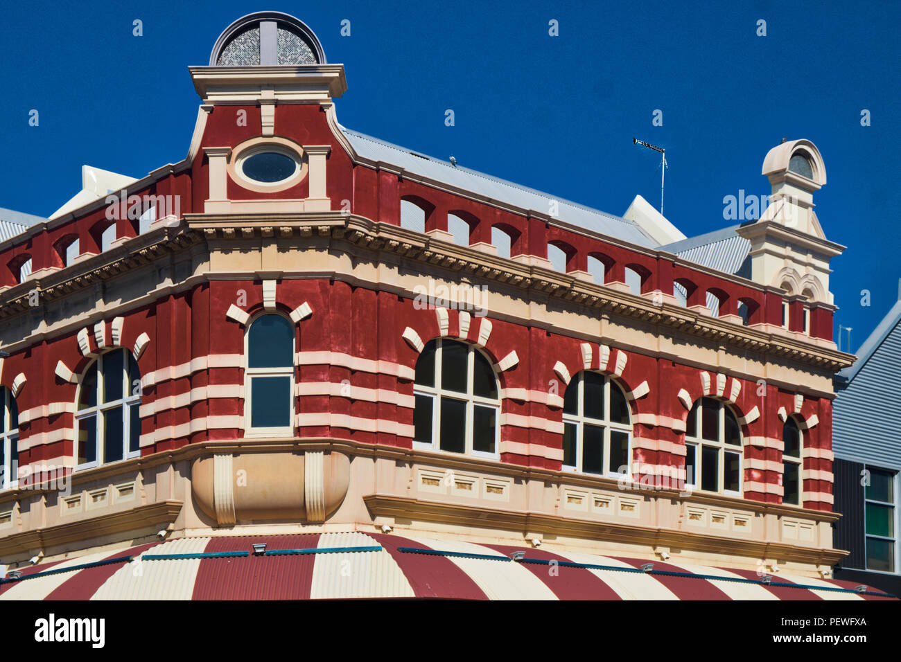 Victorian architecture above coffee club cafe - Stock Image