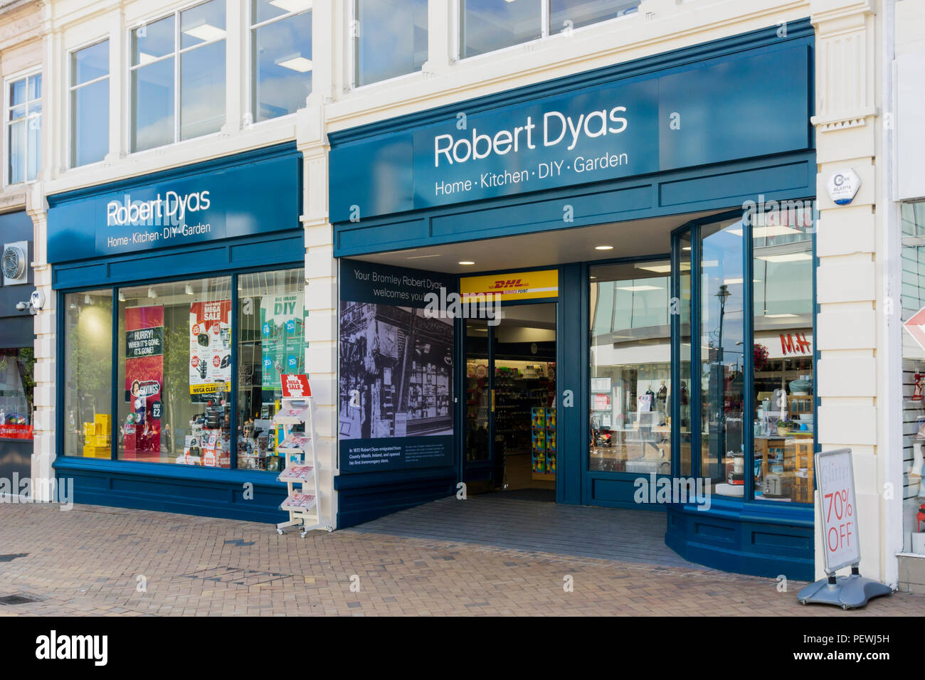 A branch of Robert Dyas hardware shops. - Stock Image