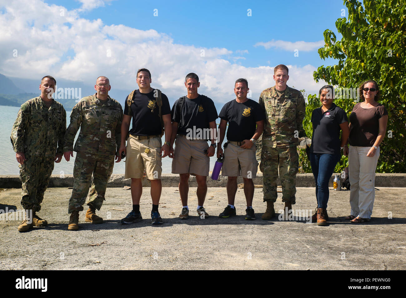 Soldiers With The US Army 7th Dive Division 65th Engineer Battalion 130th Brigade And Corps Of Engineers Pose For A Photo