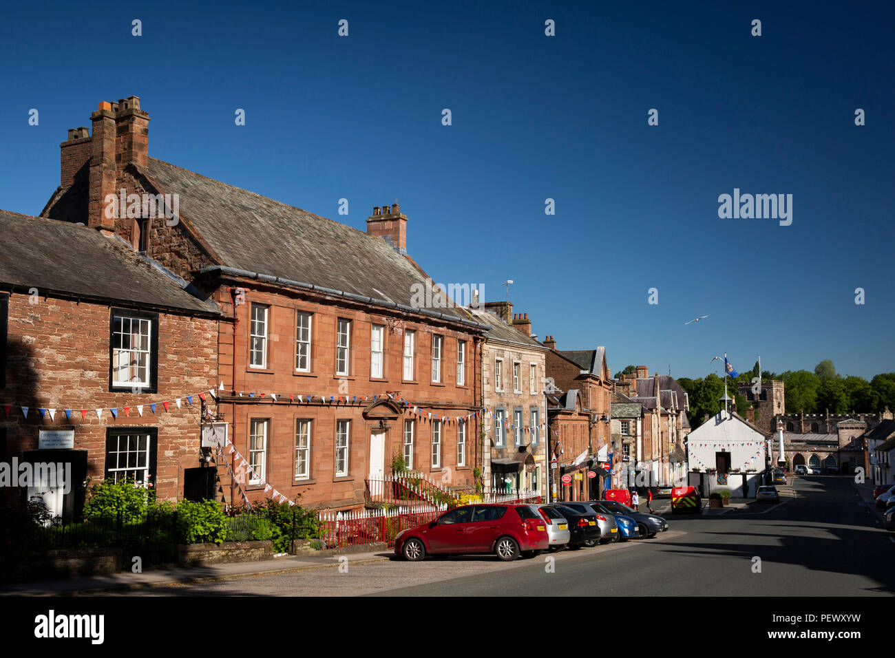UK, Cumbria, Eden Valley, Appleby, Boroughgate, The Red House and neighbouring historic houses leading down to the Moot Hall - Stock Image